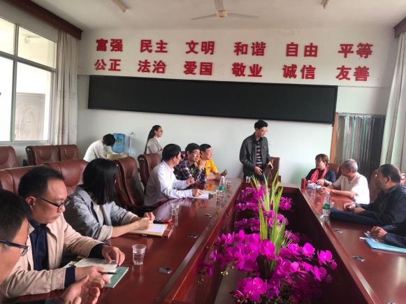 杨启军_会上,我校校长杨启军首先对教育考察团莅临我校参观考察,表示热烈的